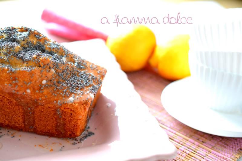 plumcake al limone, cocco e semi di papavero