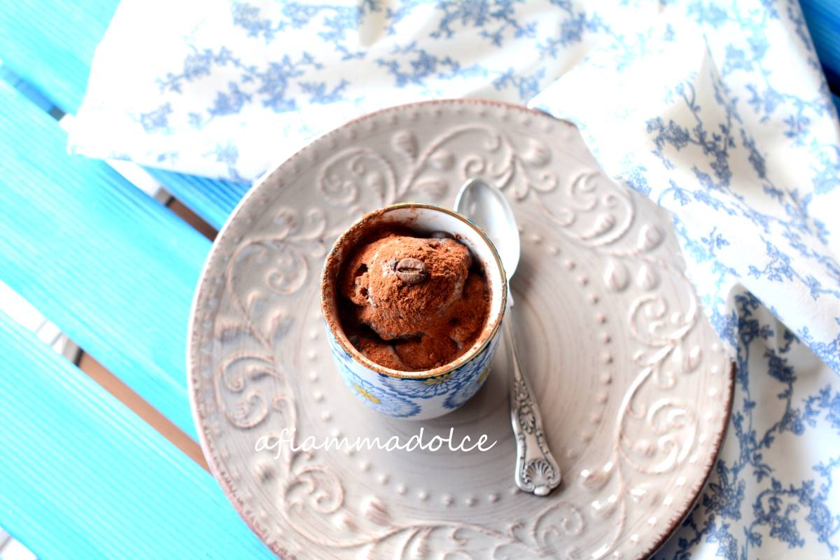 gelato vegan al caffè e cioccolato