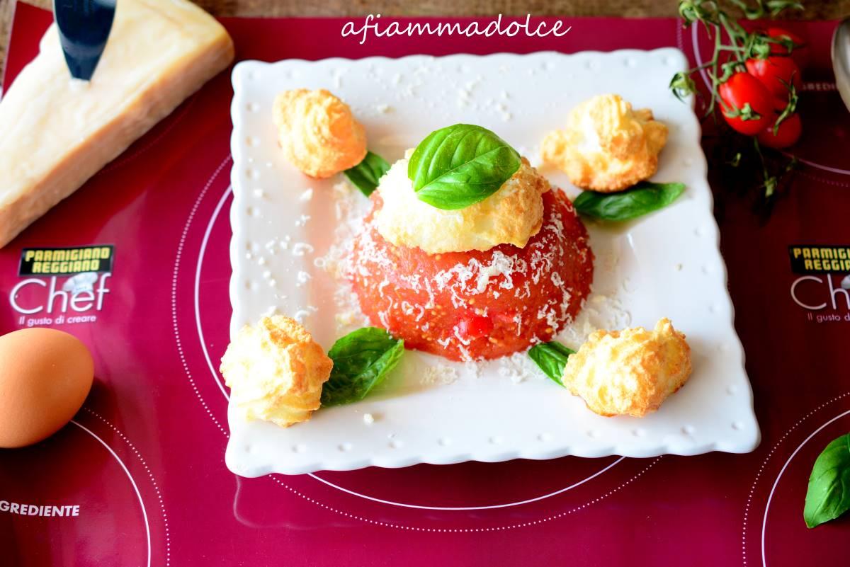 aspic di pomodorini con meringhe salate al parmigiano